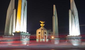 Monument de la démocratie dans la ville de Bangkok photo