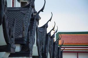 toit d'un temple en thaïlande photo