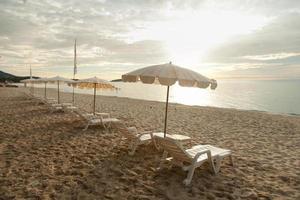 bains de soleil et parasols