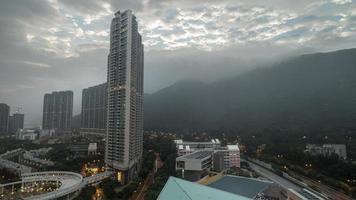 hong kong, 2020 - immeubles de grande hauteur et montagnes