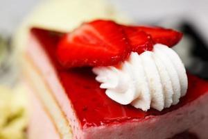 gâteau aux fraises et à la crème photo