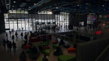 Paris, France, 2020 - Centre Pompidou bondé pendant la journée