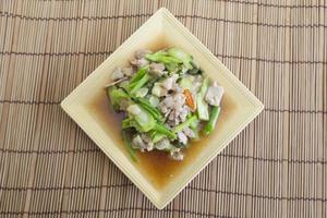 porc frit aux légumes photo