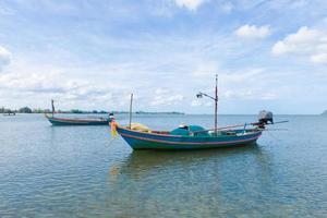 petits bateaux de pêche en thaïlande photo