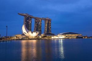 front de mer de singapour la nuit photo