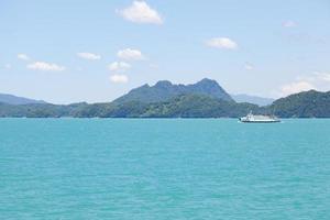 bateau sur la mer en thaïlande