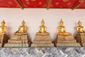 Statues de Bouddha dans un temple en Thaïlande