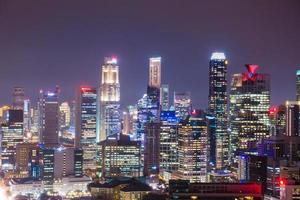 bâtiments de singapour la nuit photo
