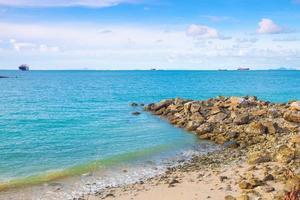 pierres sur la plage