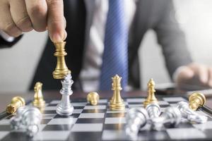 pièces d'échecs en or et en argent