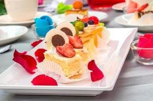 gâteaux décoratifs sur la table