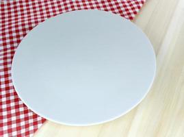 plaque blanche sur table