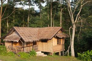 maison sur la colline en thaïlande