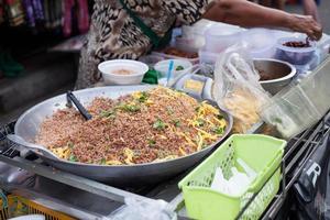 riz frit sur le marché à bangkok
