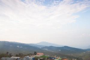village dans les montagnes en thaïlande