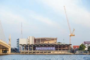 Travaux de construction à la rivière à Bangkok