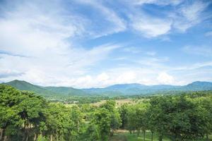 montagnes et forêts en thaïlande photo