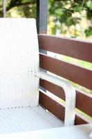 chaise sur le pont à l'extérieur photo