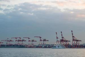 port à odaiba au coucher du soleil photo