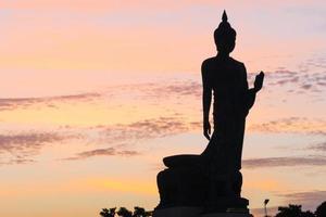Silhouette d'une grande statue de Bouddha en Thaïlande photo