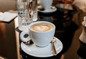 mise au point sélective d'une tasse de café