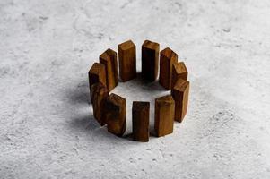 blocs de bois, utilisés pour les jeux de dominos photo