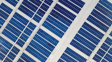 vue aérienne des cellules solaires photo