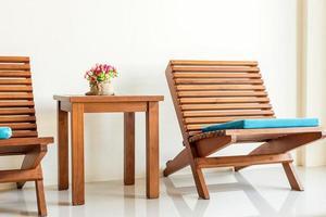 table avec chaises photo