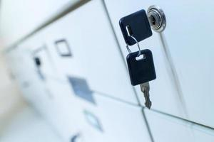clés dans une serrure de rangement