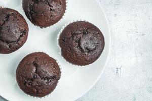 vue de dessus des muffins au chocolat photo