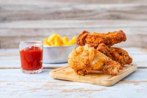 poulet frit avec frites photo