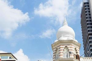 Dôme de la mosquée au centre-ville de Kuala Lumpur photo