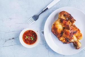 poulet sur une assiette