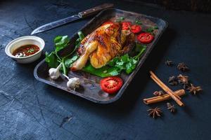 plat de poulet grillé