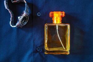 parfum avec chemise et montre-bracelet