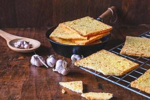 pain à l'ail du four photo