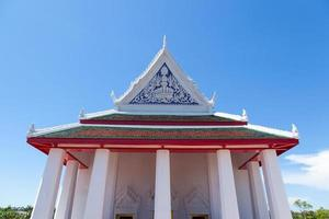 grand temple blanc en thaïlande photo