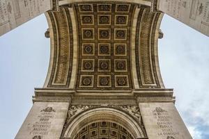 l'arc de triomphe à paris, france, 2018 photo