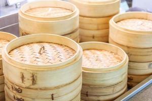 Pile de bateaux à vapeur en bambou chinois photo