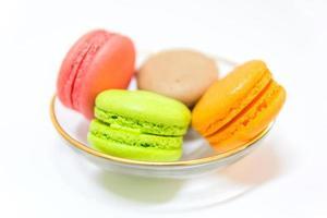 macarons français sucrés et colorés photo