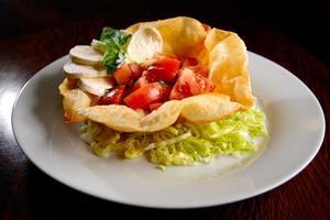 salade de tacos sur une assiette photo