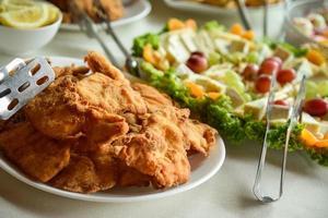 assiette de poulet frit