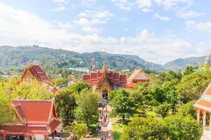 Temple chaitararam dans la province de phuket, thaïlande photo