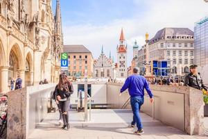 Les gens à la Marienplatz à Munich, Allemagne, 2016