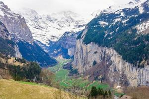 Vallée de Lauterbrunnen en Suisse photo