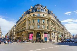Vue panoramique de l'avenue de l'opéra à paris