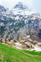 les alpes à gimmelwald et murren en suisse photo