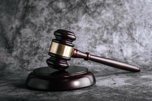 marteau de juges en bois photo