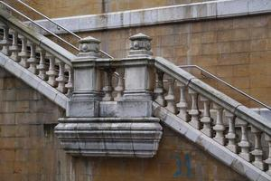 L'architecture des escaliers dans la ville de Bilbao, Espagne photo