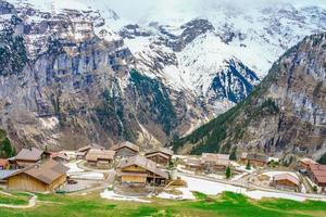 les alpes à gimmelwald et murren en suisse